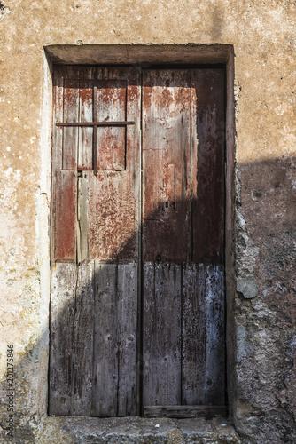 Foto Murales Old wooden door in Erice, Sicily, Italy