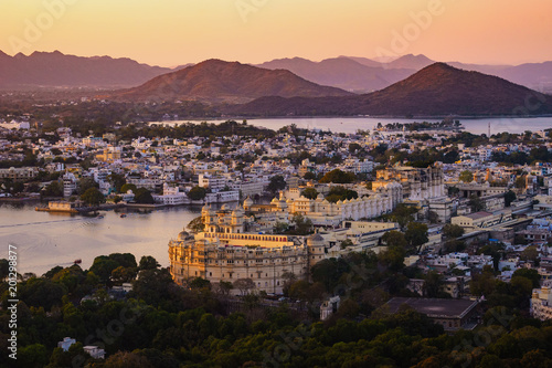 Foto Murales Aerial view of Udaipur's city palace