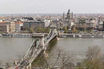 Budapest, vista del puente de las cadenas.