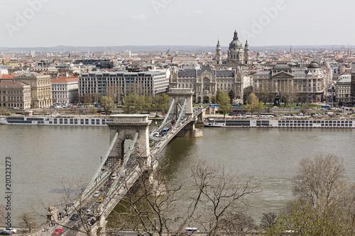Fotobehang Boedapest Budapest, vista del puente de las cadenas.