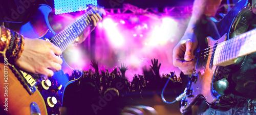 Diseño musical.Concierto y musica en directo.Guitarrista en el escenario y publico.Entretenimiento y ocio. - 201377699