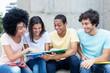 Internationale Studenten lernen auf dem Campus - 201402455