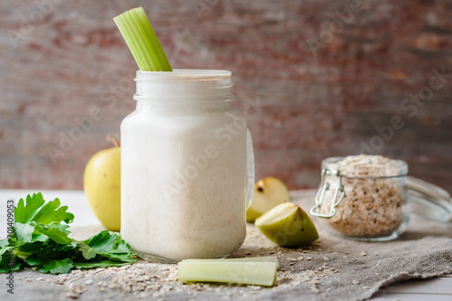 Foto Murales smoothies with oat flakes, apple and celery