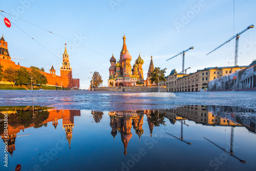 Fotobehang Moskou St. Basil's Cathedral on Red Square in Moscow
