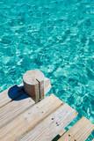 Ponton bois et mer turquoise