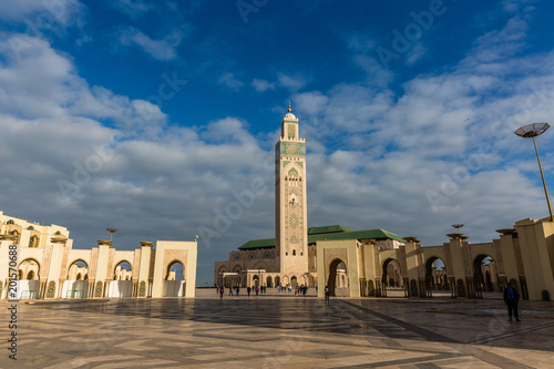 Square in from of mosque - 201570688