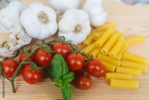 Pasta, Tomato, Garlic and Basilic ready for cooking - 201621687