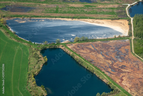 Foto Murales vue aérienne de lacs à Chevrières dans l'Oise en France