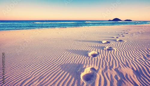 Leinwanddruck Bild Dünen mit Fußspuren am Strand