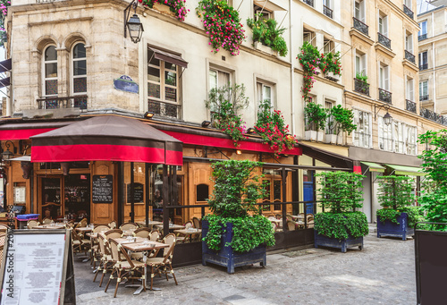 Poster Typical view of the Parisian street with tables of brasserie (cafe) in Paris, France