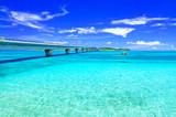 真夏の宮古島。宮古島側から見た池間大橋   - 201812813