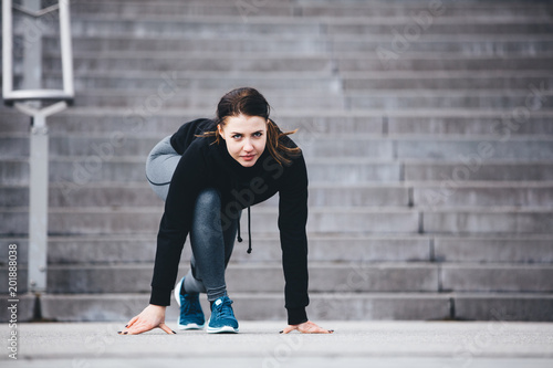 Foto Murales Woman in sports clothes ready to run.