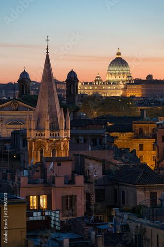 Toits de Rome, Basilique Saint-Pierre. Italie - 201964041