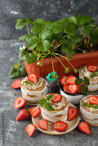 Foto Murales Dessert with strawberries