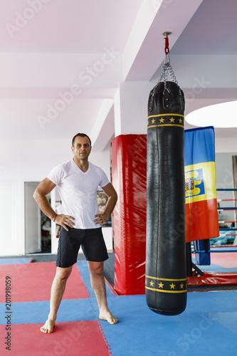 Foto Murales kickboxer is preparing for the training