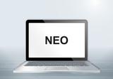 Laptop auf Holztisch - NEO Text - 202044422