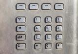 Nahaufnahme eines Tastenfeldes eines alten Münztelefons, Deutschland - 202132486