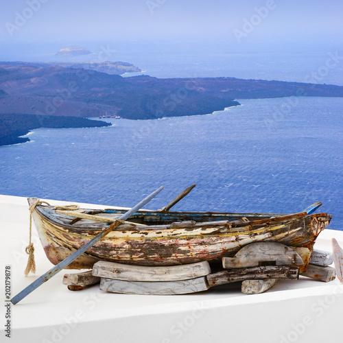 Canvas Santorini altes fischerboot