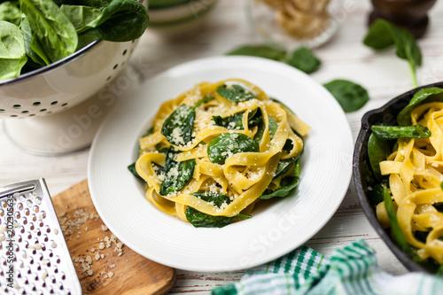 Spinach tagliatelle pasta - 202305635