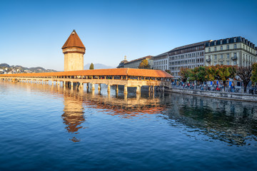 Kapellbrücke in Luzern im Abendlicht, Schweiz