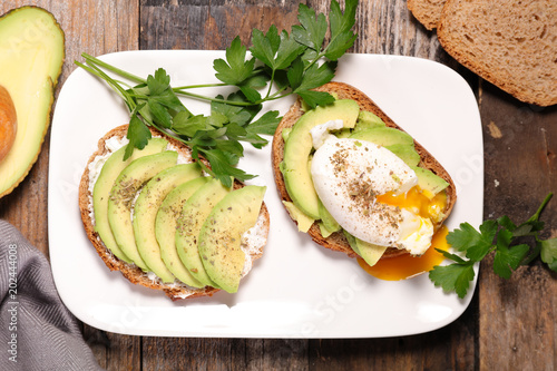 bread toast with egg and avocado