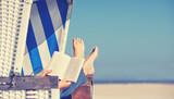 Fototapety Lesen im Strandkorb