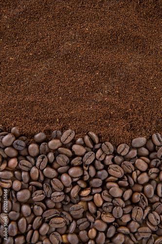 ziarna-kawy-z-prazona-kawa-w-proszku