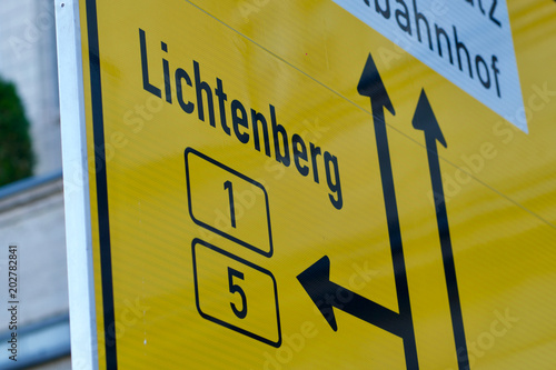 German yellow sign on approaches to junctions (lanes) to Lichtenberg, Berlin © cineberg