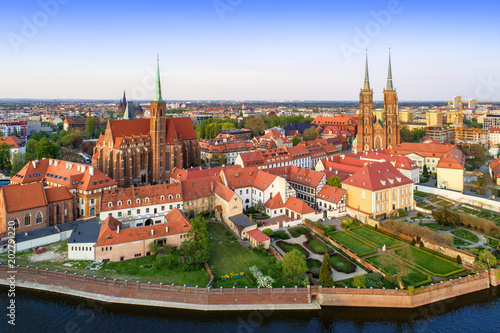 Fototapeta Poland. Wroclaw. Ostrow Tumski district with Gothic cathedral of St. John the Baptist, Collegiate Church of the Holy Cross and St. Bartholomew and Odra (Oder) River. Aerial view in sunset light