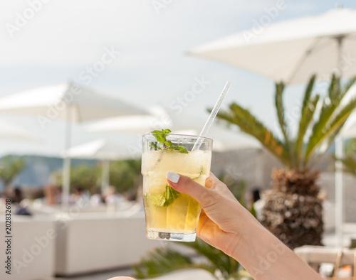 Foto Murales coctail glass in beach club