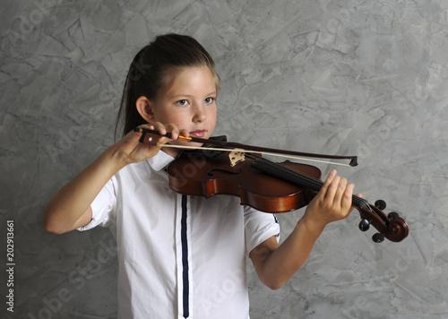 pretty girl playing violin