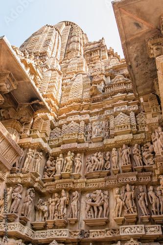 Architekturdetails am Shiva-Tempel in Khajuraho, Indien