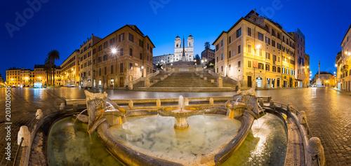 Schody Hiszpańskie w nocy, Rzym, Włochy