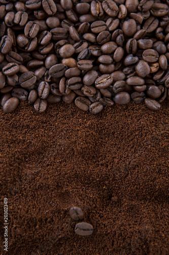 ziarna-kawy-na-sterty-palonych-kawy