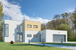 Modernes Kubus Haus mit Garage und Garten