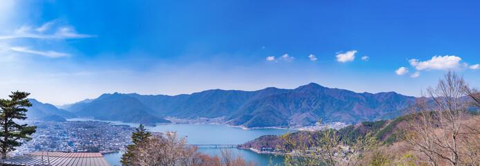 天上山展望台からの河口湖のパノラマ眺望