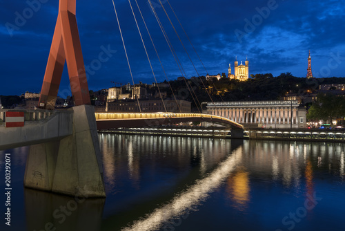 Foto Murales Famous view of Lyon by night.