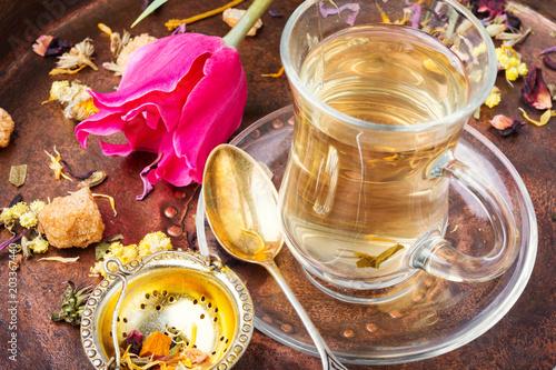 Fototapeta Herbal tea and spring tulip