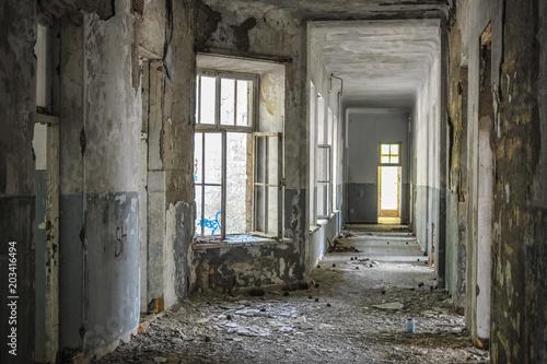 Fotobehang Oude verlaten gebouwen old abandoned building inside