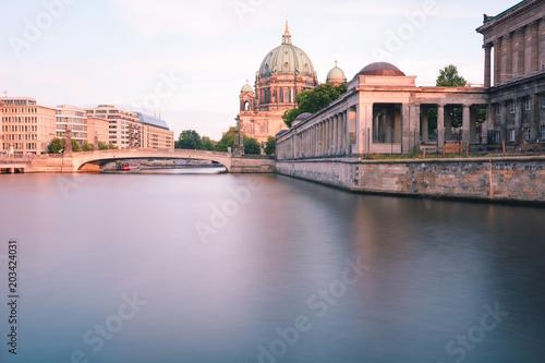 Katedra berlińska o zachodzie słońca