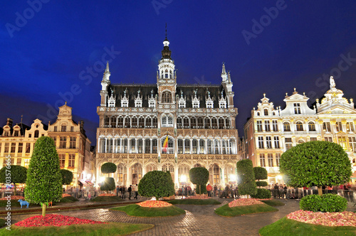 Canvas Brussel Night view of the famous Grand Place Brussels Belgium. Grand Place was named by UNESCO as a World Heritage Site.