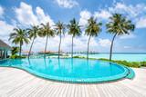 Hotel Pool mit Palmen - 203644438