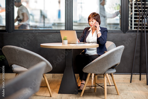 Business woman working in the cafe