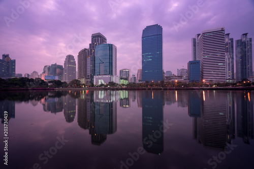 Canvas Bangkok landscape of benjakitti park and cityscape with mirror on water