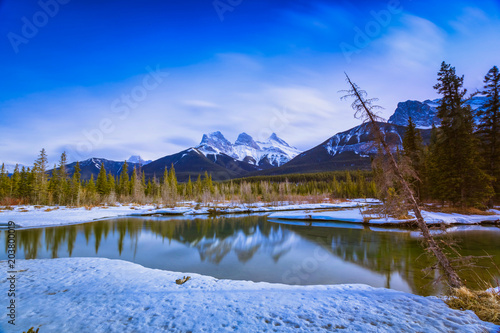 Plexiglas Landschappen Three Sisters Mountain at Canmore, Alberta, Canada. This photo was taken during the transition between winter and snow season.