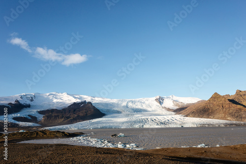 Fotobehang Blauwe jeans Beautiful cold landscape picture of icelandic glacier lagoon bay