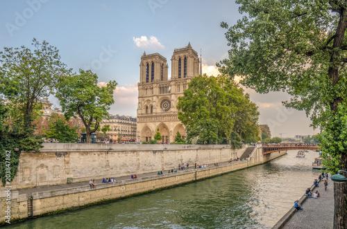 Vista de la catedral de Notre Dame de Paris en Francia