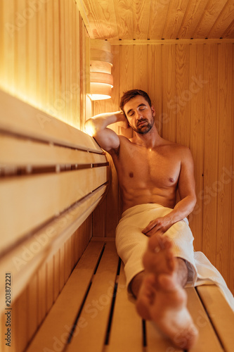Silence time in a sauna - 203872221