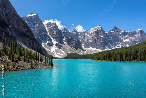 Canvas Canada Moraine lake in Banff National Park, Canada