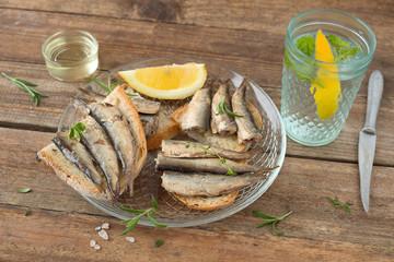 Brot emit Sardinen